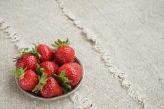Dojrzałe truskawki na talerzu Obraz Royalty Free