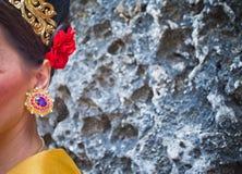 Dojrzała kobieta jest ubranym kolczyki i ornamenty Obraz Royalty Free