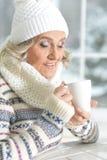 Dojrzała kobieta pije herbaty Zdjęcia Stock
