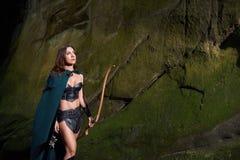 Dojrzały amazonka wojownik w drewnach Zdjęcia Royalty Free