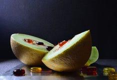 Dojrzały melon i cukierki zdjęcie stock