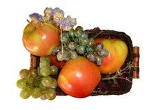 Dojrzali jabłka w koszu isolated4 zdjęcie stock