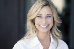 Dojrzały kobiety ono Uśmiecha się Fotografia Stock