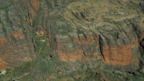 Dokładne spojrzenie przy głębokimi kraterami i rivens zdjęcie wideo