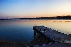 Dok bij lakefront Stock Afbeelding
