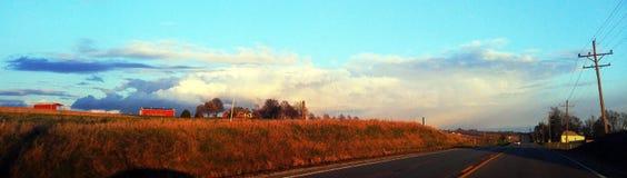 Dokąd ziemi spotkanie i chmury Zdjęcia Stock