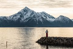 Dok dichtbij oceaan in de baai van Noorwegen Stock Afbeelding