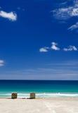 Dok en blauwe hemel stock foto