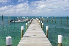 Dok en boten in de Bahamas royalty-vrije stock foto's