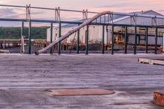 Dok na Bristol zatoce przy Ekuk Alaska przy wschodem słońca przed łososiowym sezonem fotografia stock
