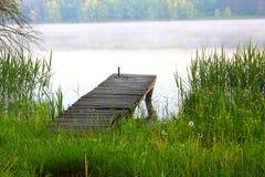 Dok op de rivier stock foto's