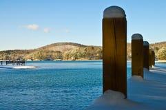 Dok op het Meer in de Winter stock afbeeldingen