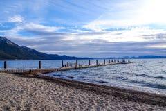 dok op Meer Tahoe stock afbeeldingen