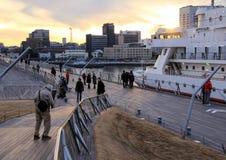 Dok in Yokohama op de achtergrond van de zonsonderganghemel Reis rond Japan Royalty-vrije Stock Afbeelding