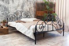 Dokonanego żelaza łóżko zdjęcie royalty free