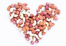 Dokrętki serce na białym tle Migdał, nerkodrzew, hazelnut dokrętki Żywność organiczna sztandaru nieociosany szablon zdjęcie royalty free