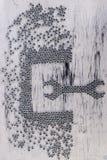Dokrętki wyrwanie od metal dokrętek tła Mieszkanie nieatutowy obrazy stock