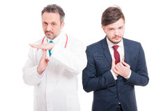 Dokter of arts die pauzegebaar doen stock foto