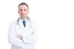 Dokter of arts die zich zeker op witte exemplaarruimte bevinden royalty-vrije stock fotografie