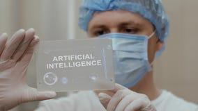 Doktor benutzt Tablette mit Text künstlicher Intelligenz stock footage