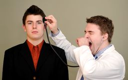 Doktor Bored mit Gehirn des Patienten Lizenzfreies Stockfoto