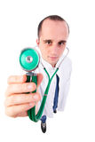 Doktor, der ein Stethoskop verwendet Stockfotografie