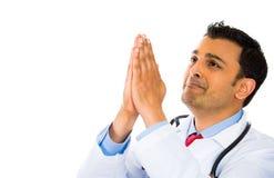 Doktor, der für Hilfe betet. stockfoto