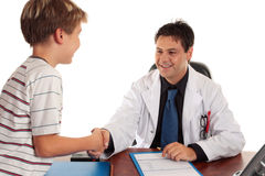 Doktor, der Hände rüttelt stockfotos