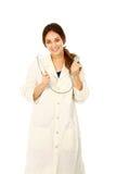 Doktor der jungen Frau mit Stethoskop stockfotografie