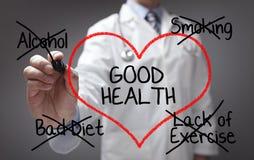 Doktor, der Rat der guten Gesundheit gibt Stockbild