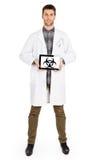 Doktor, der Tablette - warnend hält! Biohazard! Stockfotografie