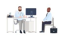 Doktor eller medicinskt konsulentsammanträde på skrivbordet med datoren och ge sigkonsultation till den manliga patienten Man på  royaltyfri illustrationer