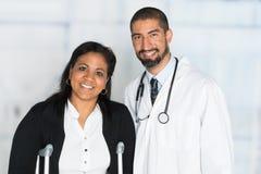 Doktor i ett sjukhus arkivbild