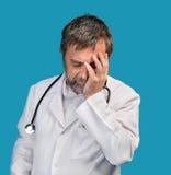 Doktor i ett vitt lag royaltyfri foto