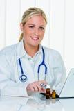 Doktor i hennes övning Arkivfoto