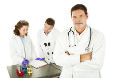 Doktor im medizinischen Labor stockbilder