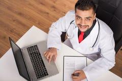 Doktor Indian Stockbild