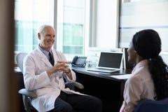 doktor konsultacji samica pacjent Zdjęcie Royalty Free