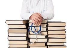 Doktor With Many Books arkivbild