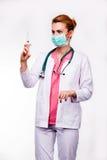 Doktor med injektionssprutan Royaltyfri Bild