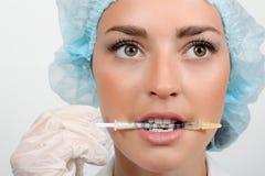 Doktor med injektionssprutan Royaltyfria Foton