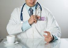 Doktor med pengar arkivfoton