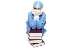 Doktor mit Büchern Lizenzfreies Stockfoto