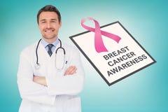 Doktor mit Brustkrebs-Bewusstseinsmitteilung lizenzfreie stockfotografie