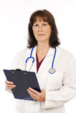 Doktor mit dem Klemmbrett lokalisiert auf Weiß Lizenzfreie Stockfotos