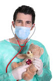Doktor mit einem Stethoskop Stockfoto