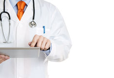 Doktor mit einer digitalen Tablette Lizenzfreie Stockfotos