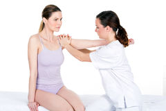 Doktor mit Frauenpatienten Stockfotografie