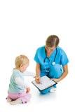 Doktor mit Kleinkindkind lizenzfreies stockfoto