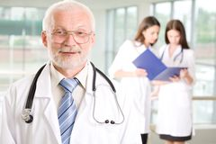 Doktor mit Krankenschwestern Stockfoto